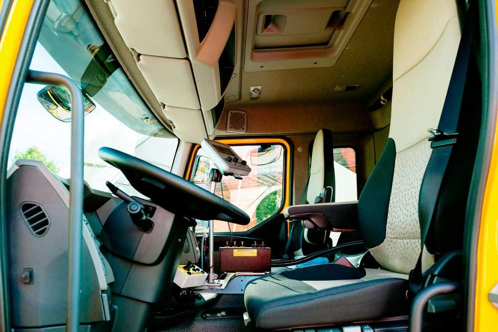 Cabina de camión limpia