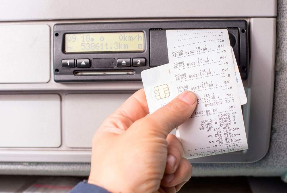tacógrafo digital imprimiendo resultados